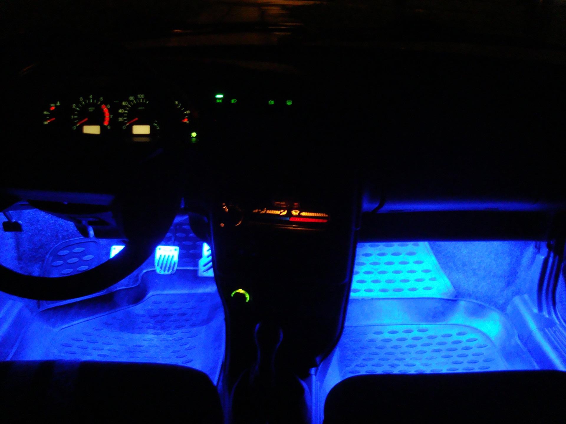 Светодиодная или неоновая подсветка салона