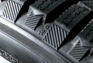 Износ шин: в каких случаях нужно задуматься о замене резины